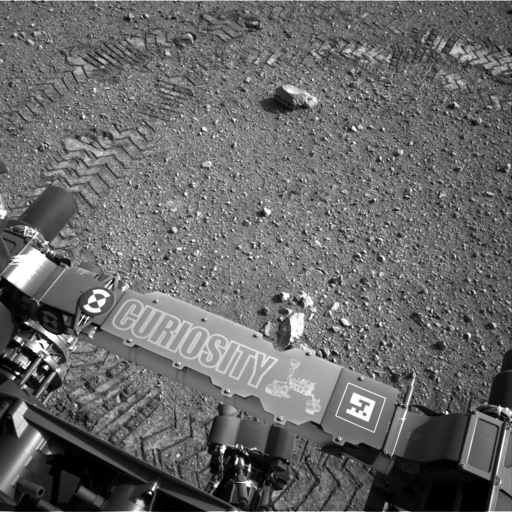 Curiosity - ślady kół z tekstem zapisanym morsem
