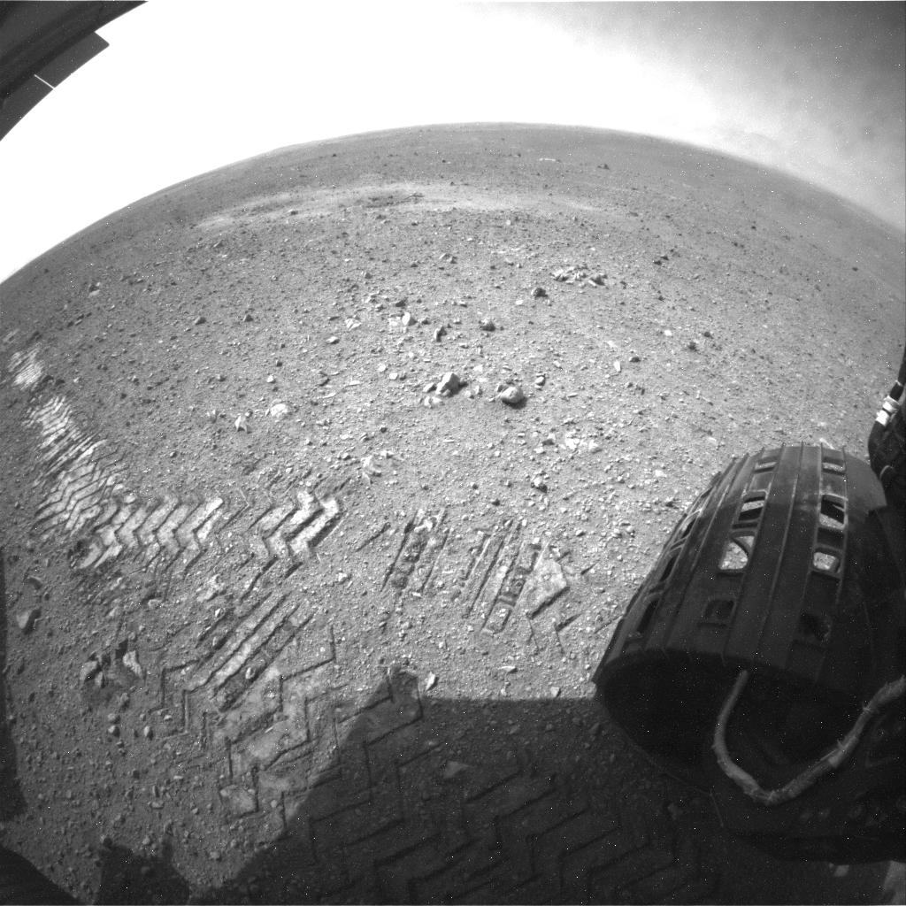 Curiosity - ślady kół z tekstem zapisanym morsem z innego ujęcia